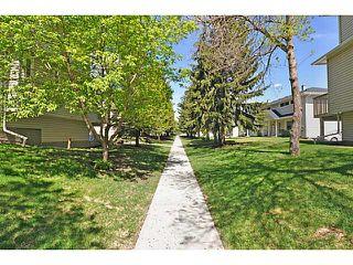 Photo 4: 553 REGAL Park NE in CALGARY: Renfrew Regal Terrace Townhouse for sale (Calgary)  : MLS®# C3570171