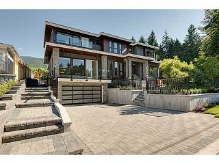 Photo 1: 574 SILVERDALE PL in North Vancouver: Upper Delbrook House for sale : MLS®# V1104305