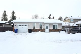 Photo 2: 299 Christopher Crescent in Saskatoon: Lakeview SA Residential for sale : MLS®# SK797298