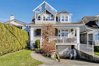 Photo 1: 976 STEVENS STREET: White Rock House for sale (South Surrey White Rock)  : MLS®# R2344720