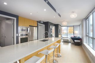 Main Photo: 421 2008 PINE Street in Vancouver: False Creek Condo for sale (Vancouver West)  : MLS®# R2419294