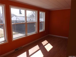 Photo 4: 413 Railway Avenue in Gainsborough: Residential for sale : MLS®# SK809070