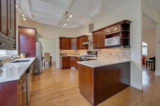 Photo 10: 14611 99 Avenue in Edmonton: Zone 10 House for sale : MLS®# E4203325