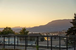 "Photo 9: 1001 W 8TH Avenue in Vancouver: Fairview VW Townhouse for sale in ""OAK PLACE"" (Vancouver West)  : MLS®# R2479975"