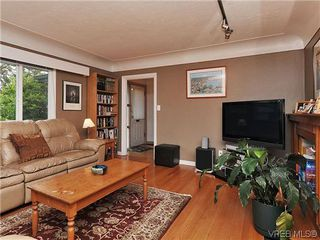 Photo 2: 2041 Allenby St in VICTORIA: OB Henderson Single Family Detached for sale (Oak Bay)  : MLS®# 615714
