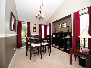 Photo 3: 8358 CLERIHUE Court in Mission: Mission BC House for sale : MLS®# F1308201