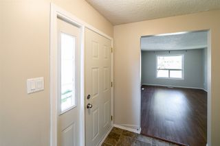 Photo 2: 11425 165 Avenue in Edmonton: Zone 27 House Half Duplex for sale : MLS®# E4172266