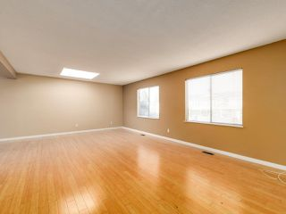 Photo 3: 6560 IMPERIAL Street in Burnaby: Highgate Duplex for sale (Burnaby South)  : MLS®# R2519275
