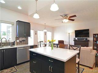 Photo 10: 204 3915 Carey Rd in VICTORIA: SW Tillicum Condo for sale (Saanich West)  : MLS®# 641721
