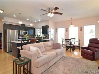 Photo 3: 204 3915 Carey Rd in VICTORIA: SW Tillicum Condo for sale (Saanich West)  : MLS®# 641721