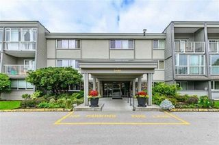 "Main Photo: 112 3451 SPRINGFIELD Drive in Richmond: Steveston North Condo for sale in ""Admiral Court"" : MLS®# R2433136"
