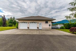 Photo 3: 41205 NO.4 Road in Abbotsford: Sumas Prairie House for sale : MLS®# R2467603