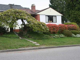 Photo 1: 2640 JONES Avenue in North Vancouver: Upper Lonsdale House for sale : MLS®# V957451