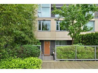 Photo 1: 2727 PRINCE EDWARD ST in Vancouver: Mount Pleasant VE Condo for sale (Vancouver East)  : MLS®# V1122910