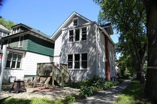 Main Photo: 793 Wolseley Avenue in Winnipeg: Wolseley Duplex for sale (5B)  : MLS®# 1612331