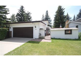 Photo 3: 20 VARSDALE PL NW in Calgary: Varsity House for sale : MLS®# C4083718