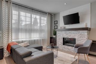 Photo 3: 1 924 3 Avenue NW in Calgary: Sunnyside Row/Townhouse for sale : MLS®# C4271137