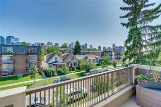Photo 1: 1 924 3 Avenue NW in Calgary: Sunnyside Row/Townhouse for sale : MLS®# C4271137