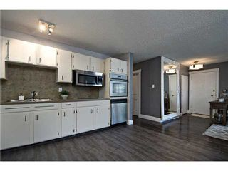 Photo 6: 12 HARDISTY Place SW in Calgary: Haysboro Residential Detached Single Family for sale : MLS®# C3633114