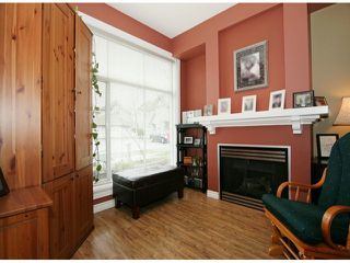 Photo 3: # 19 6465 184A ST in Surrey: Cloverdale BC Condo for sale (Cloverdale)  : MLS®# F1407563