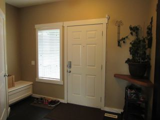 Photo 4: 28 Newmarket Way in St. Albert: House for rent