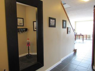 Photo 5: 28 Newmarket Way in St. Albert: House for rent