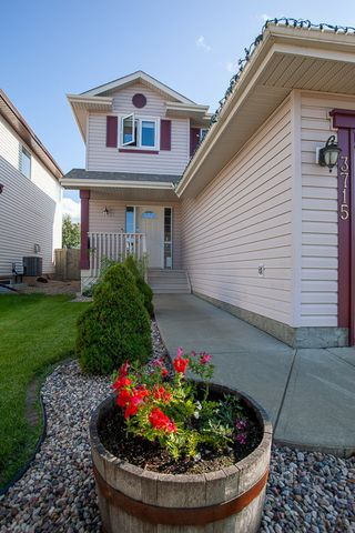 Photo 2: 3715 MCLEAN Court in Edmonton: Zone 55 House for sale : MLS®# E4210017
