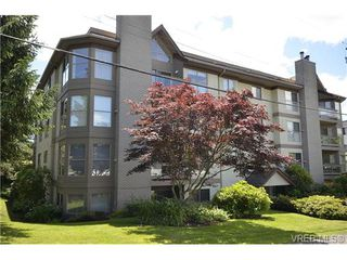 Photo 2: 102 1597 Mortimer St in VICTORIA: SE Mt Tolmie Condo for sale (Saanich East)  : MLS®# 650783