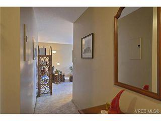 Photo 3: 205 929 Esquimalt Rd in VICTORIA: Es Old Esquimalt Condo Apartment for sale (Esquimalt)  : MLS®# 680109