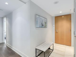 Photo 12: 406 590 NICOLA STREET in Vancouver: Coal Harbour Condo for sale (Vancouver West)  : MLS®# R2302772
