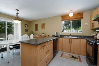 Photo 2: 7033 Brooks Pl in : Sk Whiffin Spit Single Family Detached for sale (Sooke)  : MLS®# 850619