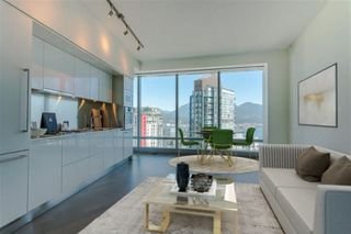 "Photo 3: 3706 1151 W GEORGIA Street in Vancouver: Coal Harbour Condo for sale in ""Trump International Hotel and Tower Vancouver"" (Vancouver West)  : MLS®# R2526184"