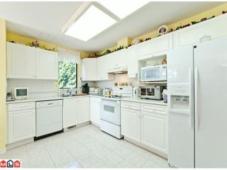 Photo 4: 201 15111 RUSSELL Avenue: White Rock Condo for sale (South Surrey White Rock)  : MLS®# F1220367