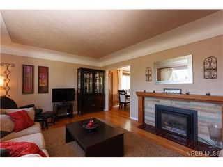 Photo 2: VICTORIA REAL ESTATE = GLANFORD HOME For Sale SOLD With Ann Watley.