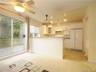 Photo 6: 102 1037 Richardson Street in VICTORIA: Vi Fairfield West Condo Apartment for sale (Victoria)  : MLS®# 327924