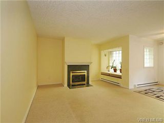 Photo 3: 102 1037 Richardson Street in VICTORIA: Vi Fairfield West Condo Apartment for sale (Victoria)  : MLS®# 327924