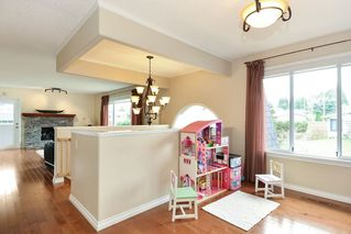 Photo 2: 1914 FLOWER ROAD in Surrey: King George Corridor House for sale (South Surrey White Rock)  : MLS®# R2251629