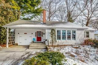 Main Photo: 381 STRATHEDEN Drive in Burlington: Residential for sale : MLS®# H4070122