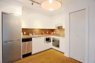 """Photo 7: 1117 161 W GEORGIA Street in Vancouver: Downtown VW Condo for sale in """"Cosmo"""" (Vancouver West)  : MLS®# R2502361"""
