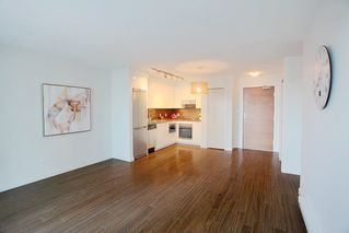 """Photo 3: 1117 161 W GEORGIA Street in Vancouver: Downtown VW Condo for sale in """"Cosmo"""" (Vancouver West)  : MLS®# R2502361"""