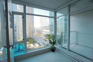 """Photo 10: 1117 161 W GEORGIA Street in Vancouver: Downtown VW Condo for sale in """"Cosmo"""" (Vancouver West)  : MLS®# R2502361"""