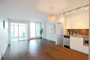 """Photo 2: 1117 161 W GEORGIA Street in Vancouver: Downtown VW Condo for sale in """"Cosmo"""" (Vancouver West)  : MLS®# R2502361"""