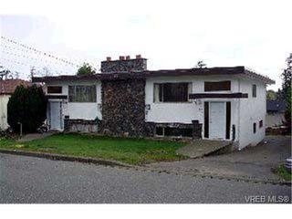 Photo 2: 901/901A Forshaw Rd in VICTORIA: Es Kinsmen Park Full Duplex for sale (Esquimalt)  : MLS®# 304362
