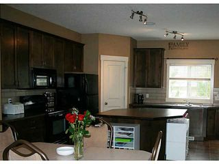 Photo 2: 191 Rainbow Falls Drive: Chestermere Townhouse for sale : MLS®# C3632294