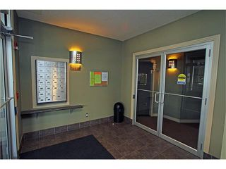 Photo 3: #107 3101 34 AV NW in Calgary: Varsity Condo for sale : MLS®# C4054624