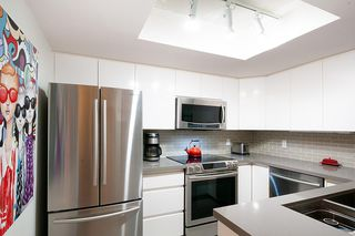 """Photo 9: 301 1128 QUEBEC Street in Vancouver: Downtown VE Condo for sale in """"CITY GATE"""" (Vancouver East)  : MLS®# R2401040"""