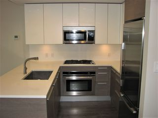 """Photo 5: 1705 2008 ROSSER Avenue in Burnaby: Brentwood Park Condo for sale in """"STRATUS AT SOLO DISTRICT"""" (Burnaby North)  : MLS®# R2436831"""