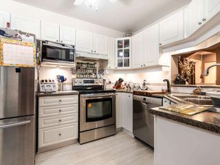 """Photo 6: 220 19528 FRASER Highway in Surrey: Cloverdale BC Condo for sale in """"FAIRMONT ON THE BOULEVARD"""" (Cloverdale)  : MLS®# R2467752"""