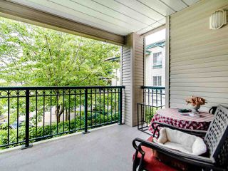 """Photo 8: 220 19528 FRASER Highway in Surrey: Cloverdale BC Condo for sale in """"FAIRMONT ON THE BOULEVARD"""" (Cloverdale)  : MLS®# R2467752"""