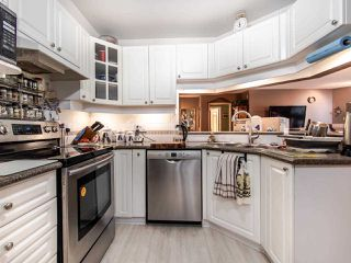 """Photo 7: 220 19528 FRASER Highway in Surrey: Cloverdale BC Condo for sale in """"FAIRMONT ON THE BOULEVARD"""" (Cloverdale)  : MLS®# R2467752"""
